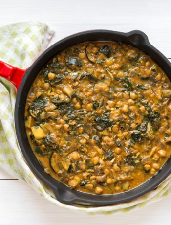 Curry z cukinią, szpinakiem i cieciorką | Przepis | Imbirowy Garnek