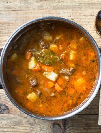 Zupa gulaszowa | Przepis | Imbirowy Garnek